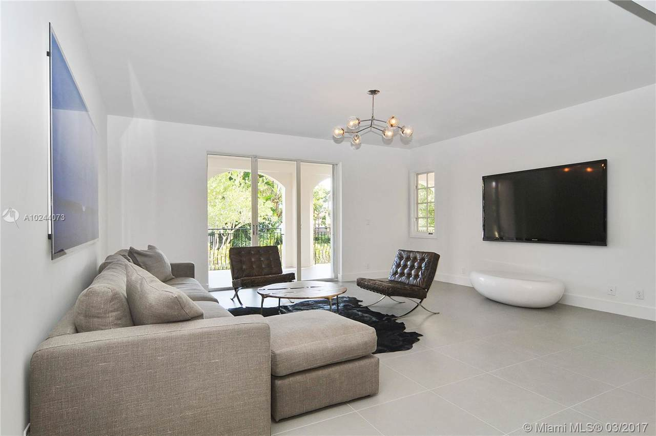 19114 Fisher Island Dr - Photo 1
