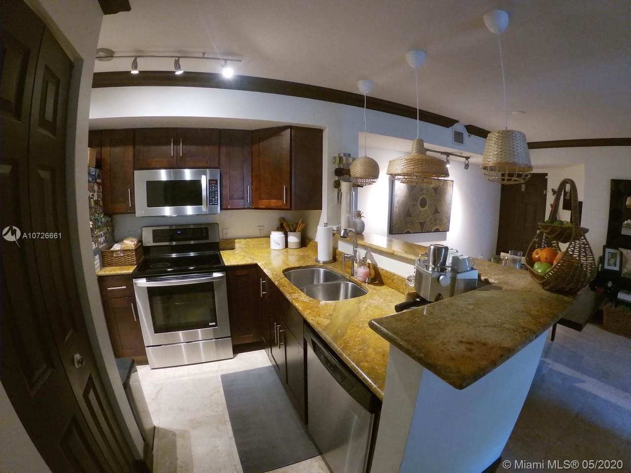 620 111th Ave - Photo 1