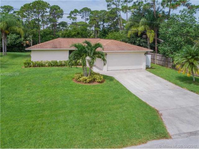 8266 SE Pinehaven Ave, Hobe Sound, FL 33455 (MLS #A10342128) :: Stanley Rosen Group