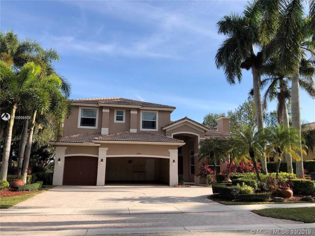 2541 Montclaire Cir, Weston, FL 33327 (MLS #A10755357) :: Green Realty Properties