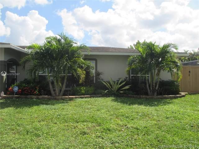 8108 NW 75th Ave, Tamarac, FL 33321 (MLS #A10757357) :: The Erice Group