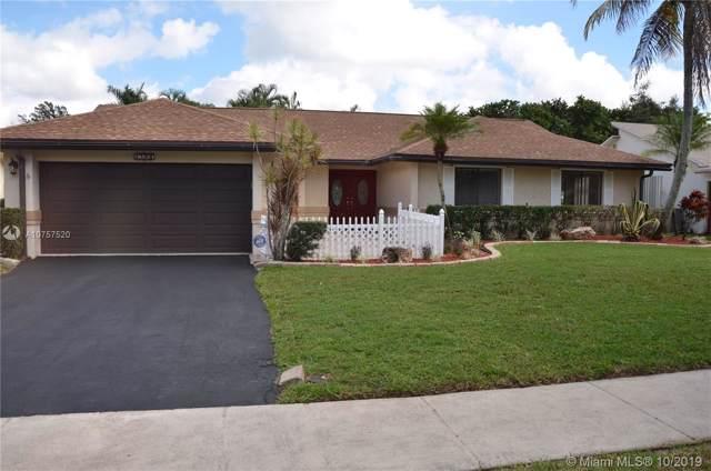 2780 SW 81st Way, Davie, FL 33328 (MLS #A10757520) :: The Howland Group