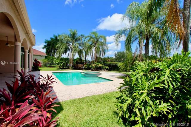 2547 Montclaire Cir, Weston, FL 33327 (MLS #A10759460) :: The Jack Coden Group