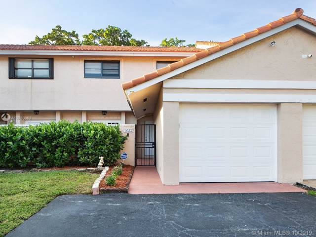9033 SW 113th Place Cir W ., Miami, FL 33176 (MLS #A10760063) :: Albert Garcia Team