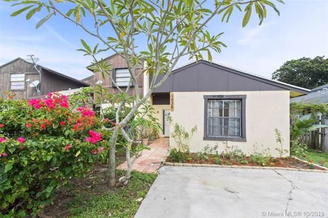 1236 The 12th Fairway, Wellington, FL 33414 (MLS #A10762709) :: Green Realty Properties
