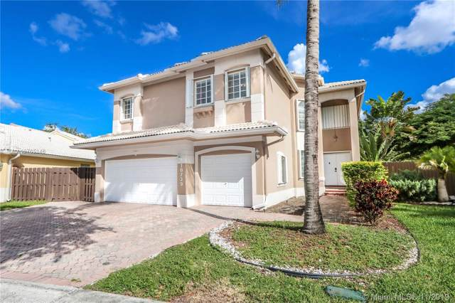 10739 NW 70th Ln, Doral, FL 33178 (MLS #A10765146) :: United Realty Group