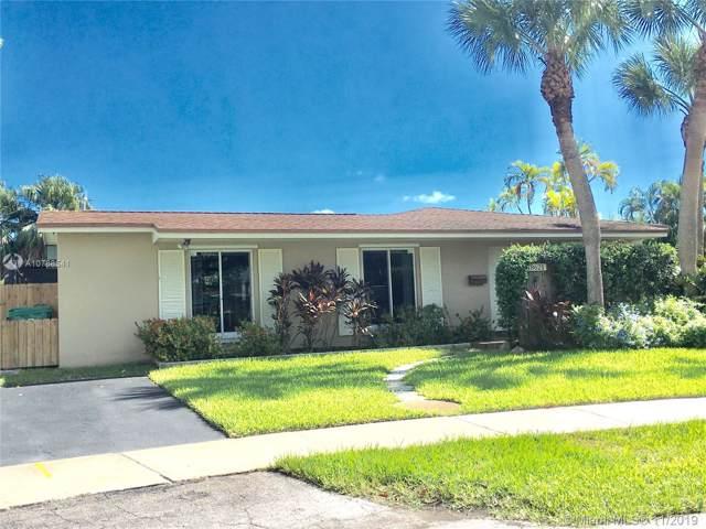 18621 SW 93 AV, Miami, FL 33157 (MLS #A10768541) :: Albert Garcia Team