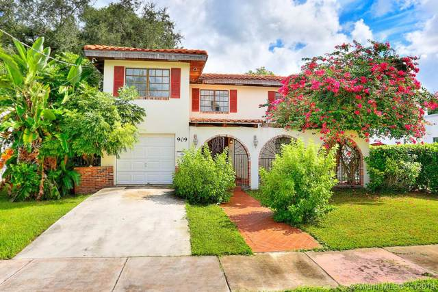 909 Granada Groves Ct, Coral Gables, FL 33134 (MLS #A10769483) :: The Jack Coden Group