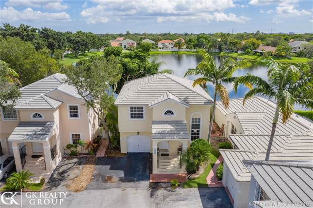9812 NW 9th Ct, Plantation, FL 33324 (MLS #A10771318) :: The Teri Arbogast Team at Keller Williams Partners SW