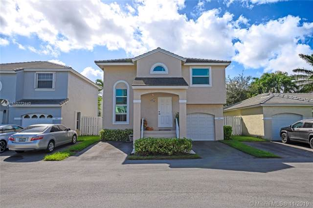9889 NW 2nd St, Plantation, FL 33324 (MLS #A10772440) :: United Realty Group