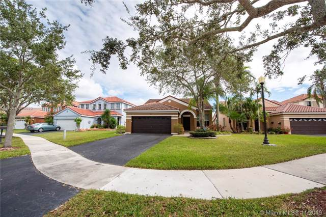 965 Falling Water Rd, Weston, FL 33326 (#A10773683) :: Real Estate Authority