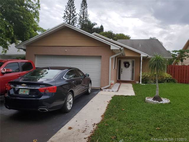 8340 SW 41st Ct, Davie, FL 33328 (MLS #A10774117) :: Berkshire Hathaway HomeServices EWM Realty