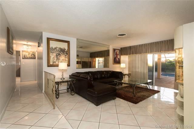 11812 SW 107th Ct, Miami, FL 33176 (MLS #A10777500) :: Grove Properties
