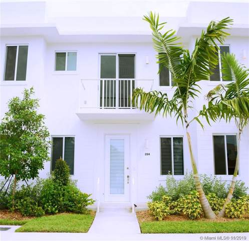 2621 NE 212th Ter #204, Miami, FL 33180 (MLS #A10778978) :: THE BANNON GROUP at RE/MAX CONSULTANTS REALTY I