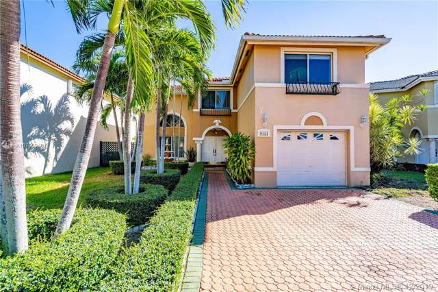 9151 SW 156th Ct, Miami, FL 33196 (MLS #A10780940) :: The Howland Group