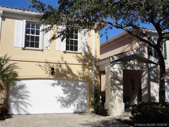 11 Oakland Court, Tequesta, FL 33469 (MLS #A10784327) :: Green Realty Properties