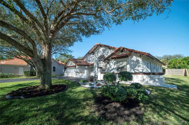 2931 Hidden Hollow Ln, Davie, FL 33328 (MLS #A10784897) :: The Levine Team