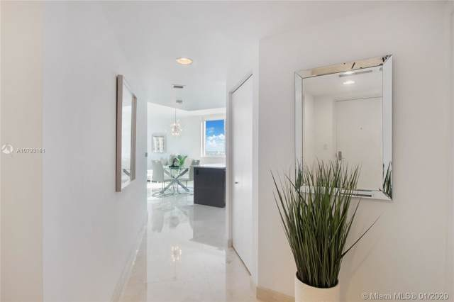 55 SE 6th St #3907, Miami, FL 33131 (MLS #A10793161) :: The Teri Arbogast Team at Keller Williams Partners SW