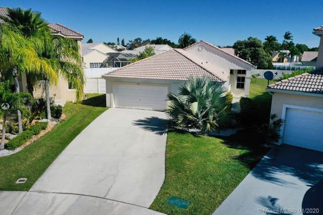 1050 Thistle Creek Ct, Weston, FL 33327 (MLS #A10796993) :: The Teri Arbogast Team at Keller Williams Partners SW