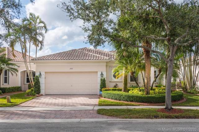 2557 Bay Pointe Dr, Weston, FL 33327 (MLS #A10797759) :: United Realty Group