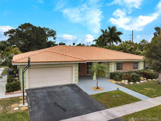 16540 Royal Poinciana Ct, Weston, FL 33326 (MLS #A10799349) :: United Realty Group