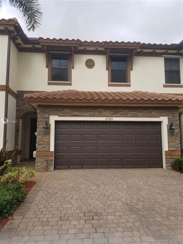 12345 S Village Cir, Davie, FL 33325 (#A10799807) :: Real Estate Authority
