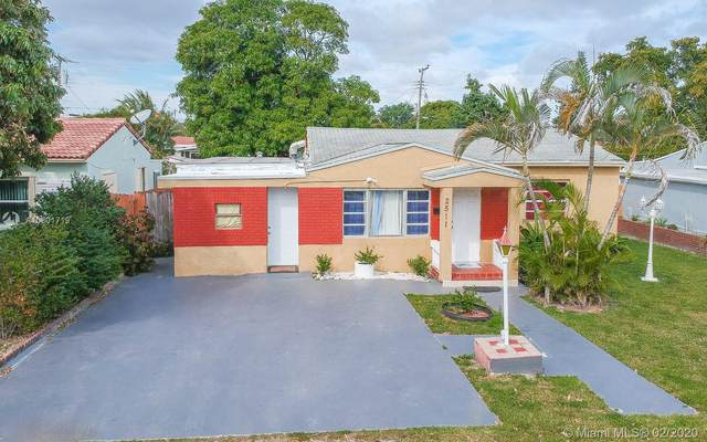 2511 Thomas St, Hollywood, FL 33020 (MLS #A10801719) :: Green Realty Properties