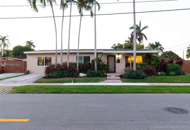 930 N 11th Ct, Hollywood, FL 33019 (MLS #A10802109) :: Laurie Finkelstein Reader Team
