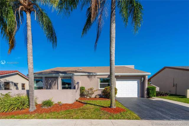 16771 Royal Poinciana Dr, Weston, FL 33326 (MLS #A10802921) :: United Realty Group
