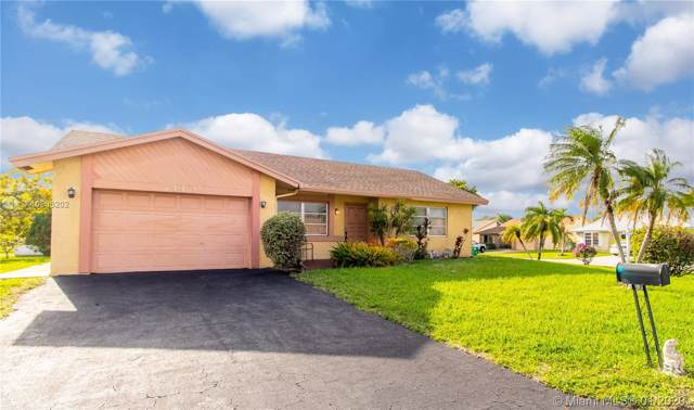 7143 NW 100th Ter, Tamarac, FL 33321 (MLS #A10803202) :: Laurie Finkelstein Reader Team