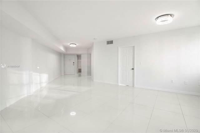 825 Brickell Bay Dr #2048, Miami, FL 33131 (MLS #A10805497) :: The Adrian Foley Group