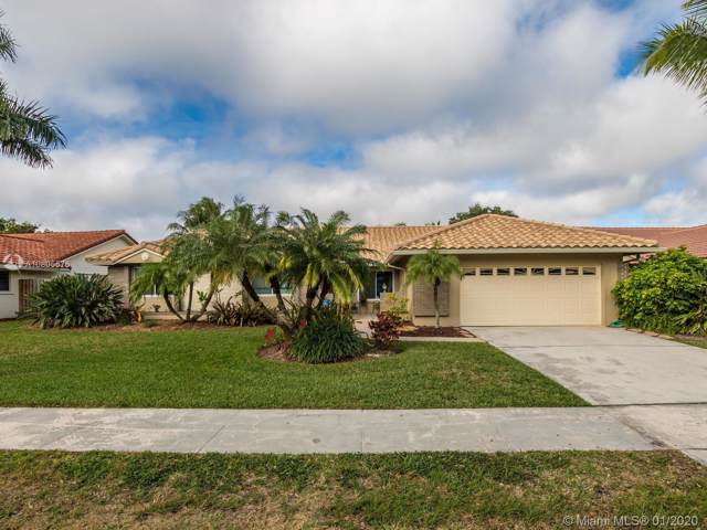 5561 Hawkes Bluff Ave, Davie, FL 33331 (MLS #A10805576) :: The Howland Group