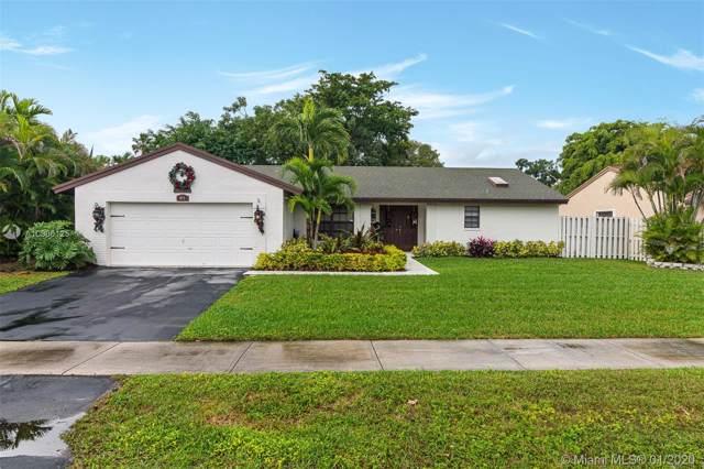 871 Monticello Ave, Davie, FL 33325 (MLS #A10806125) :: Grove Properties