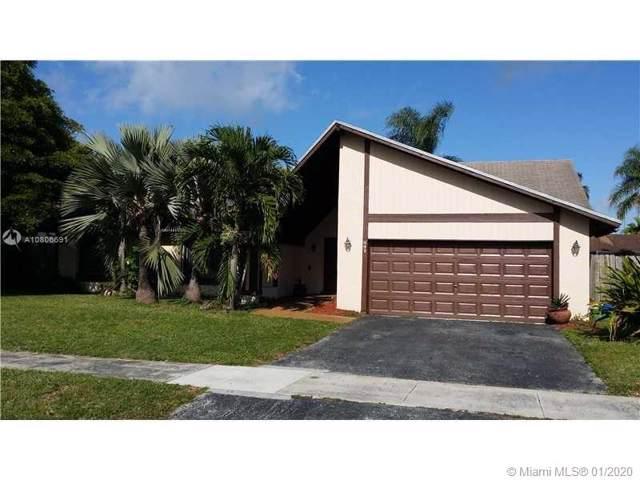 841 NE 205th St, Miami, FL 33179 (MLS #A10806691) :: Lucido Global