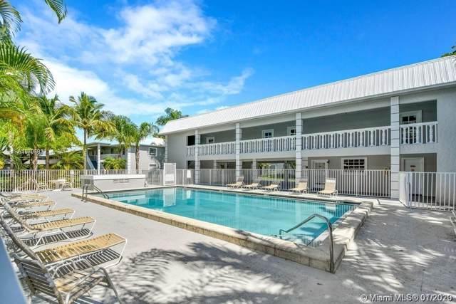 17255 SW 95th Ave #230, Palmetto Bay, FL 33157 (MLS #A10806912) :: Kurz Enterprise