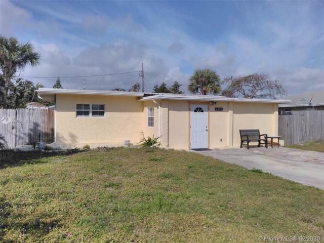 7765 Griswold St, Lake Worth, FL 33462 (MLS #A10813619) :: Berkshire Hathaway HomeServices EWM Realty