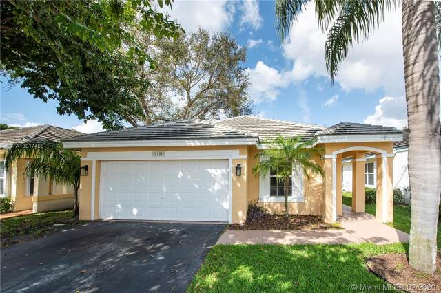 9121 N Lake Park Cir N, Davie, FL 33328 (MLS #A10817468) :: The Levine Team
