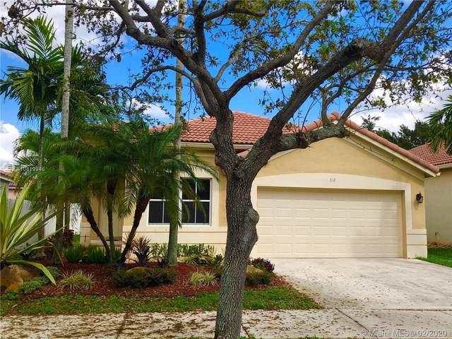 812 Tanglewood Cir, Weston, FL 33327 (MLS #A10819946) :: The Levine Team