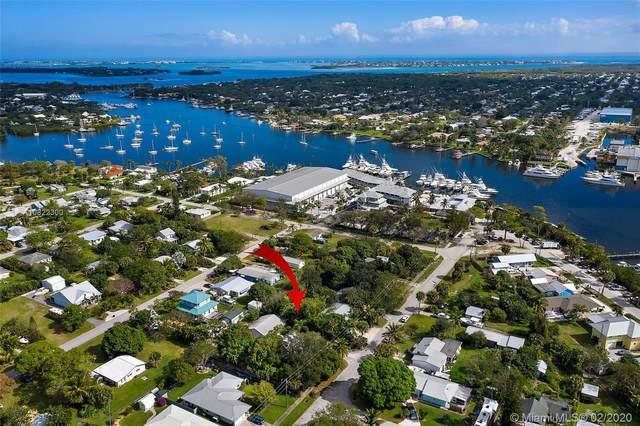 4217 SE Bayview St, Stuart, FL 34997 (MLS #A10822300) :: Berkshire Hathaway HomeServices EWM Realty