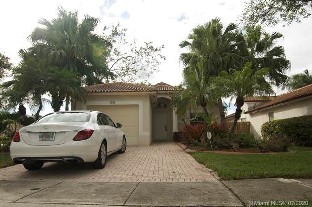 1208 NW 170th Ave, Pembroke Pines, FL 33028 (MLS #A10823174) :: United Realty Group