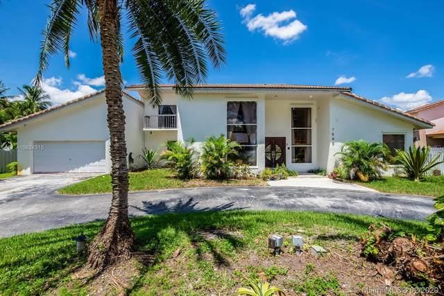 7545 N Oakmont Dr, Miami Lakes, FL 33015 (MLS #A10824315) :: Berkshire Hathaway HomeServices EWM Realty