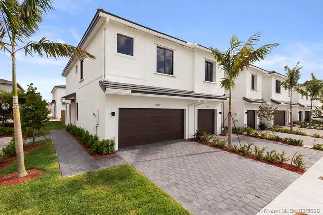 10816 SW 235th Lane, Miami, FL 33032 (MLS #A10825448) :: THE BANNON GROUP at RE/MAX CONSULTANTS REALTY I