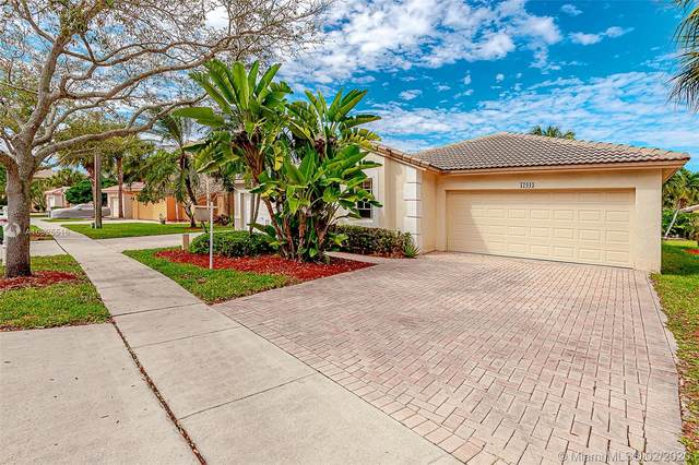 17043 NW 10th St, Pembroke Pines, FL 33028 (MLS #A10825516) :: The Adrian Foley Group