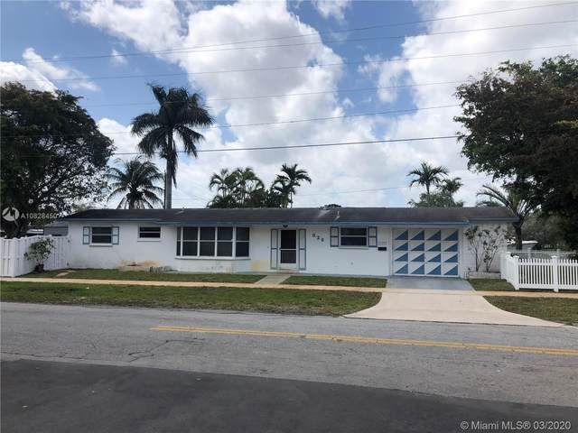 820 W Chaminade Dr, Hollywood, FL 33021 (MLS #A10828450) :: Prestige Realty Group