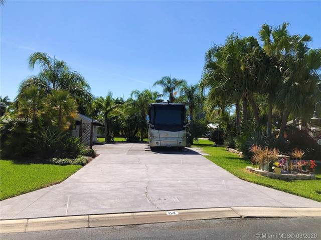 3113 E Riverbend Resort Blvd, La Belle, FL 33935 (#A10830454) :: Real Estate Authority
