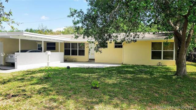 301 S 57th Ave, Hollywood, FL 33023 (MLS #A10837897) :: Berkshire Hathaway HomeServices EWM Realty