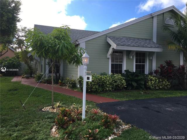 900 SW 111th Way, Davie, FL 33324 (MLS #A10838406) :: United Realty Group