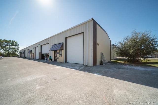 924 Ne 24th Lane, Cape Coral, FL 33909 (MLS #A10838514) :: The Jack Coden Group