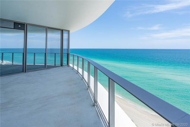 15701 Collins Ave #802, Sunny Isles Beach, FL 33160 (MLS #A10843081) :: The Paiz Group