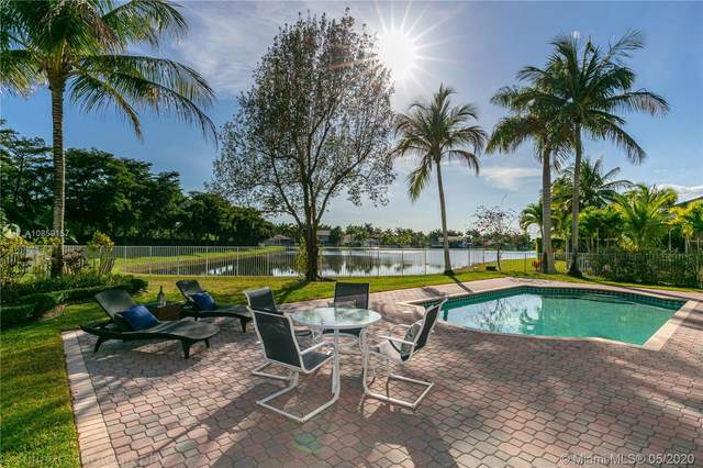 1624 Victoria Pointe Cir, Weston, FL 33327 (#A10859157) :: Real Estate Authority